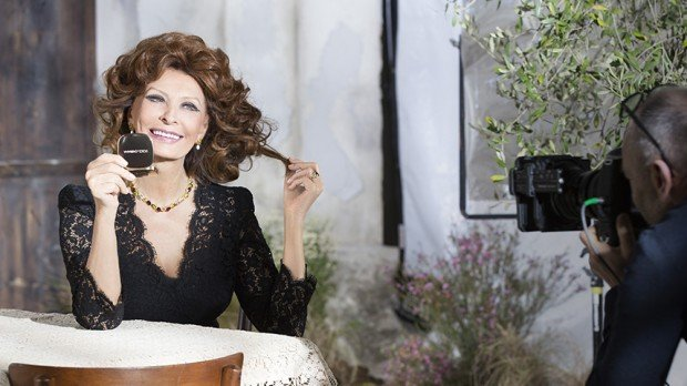 http://www.starslife.ru/wp-content/uploads/2015/09/dolce-and-gabbana-sophia-loren-lipstick-n1-makeup-ad-campaign-backstage-1-620x348.jpg