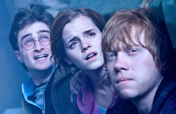 http://www.starslife.ru/wp-content/uploads/2015/10/This-is-why-Harry-Potter-fans-are-leaving-secret-notes-in-JK-Rowlings-books.jpg