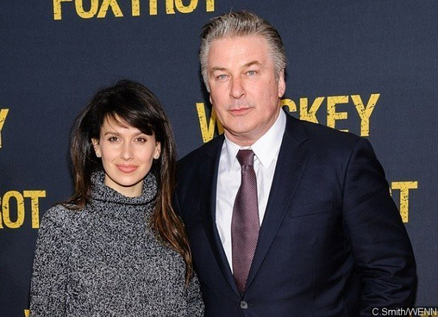 http://www.starslife.ru/wp-content/uploads/2016/05/alec-baldwin-flips-out-at-paparazzo-for-following-his-wife-hilaria-620x449.jpg