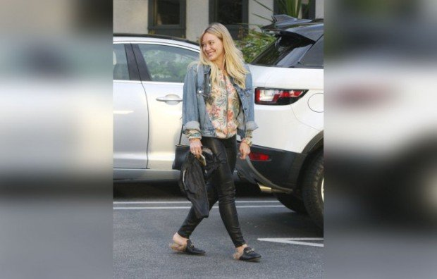 Exclusive... Premium: Hilary Duff And Mike Comrie Have Dinner In Beverly Hills ***NO USE W/O PRIOR AGREEMENT - CALL FOR PRICING***