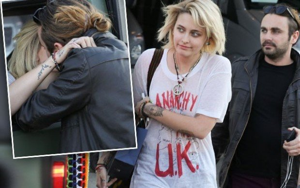 paris-jackson-kissing-mystery-man-new-manager-pp-