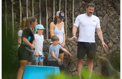 ÑÏÅÖÖÅÍÀ. ÒÐÅÁÓÅÒÑß ÎÄÎÁÐÅÍÈÅ. SPECIAL PRICE APPLIES. APPROVAL REQUIRED *EXCLUSIVE* Amicable Exes! Ben Affleck and Jennifer Garner spend time with the kids in Hawaii *WEB MUST CALL FOR PRICING*