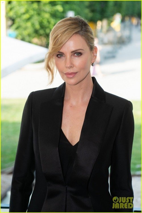 charlize-theron-is-honored-with-swarovski-crystal-of-hope-award-01[1]