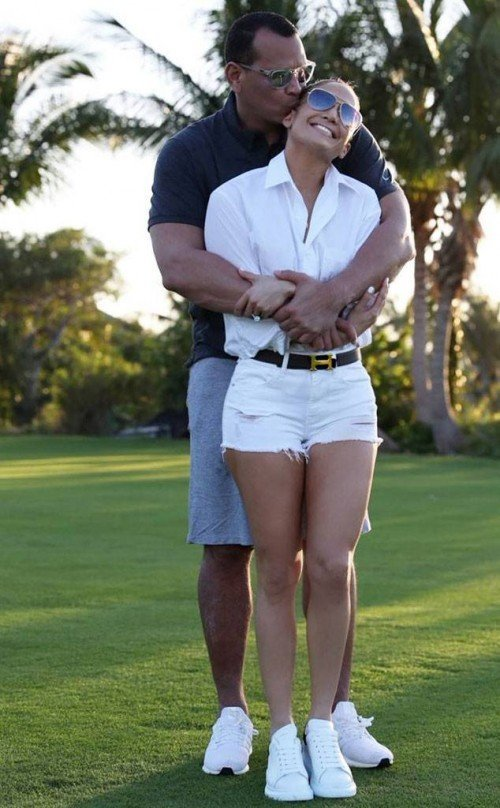 rs_634x1024-190324171237-634-jennifer-lopez-alex-rodriguez[1]