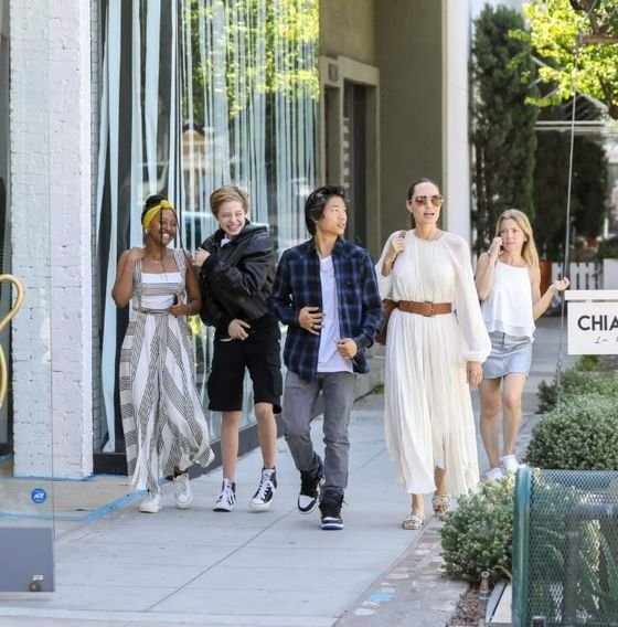 Angelina Jolie lloks amazing in Beverly Hills with her kids