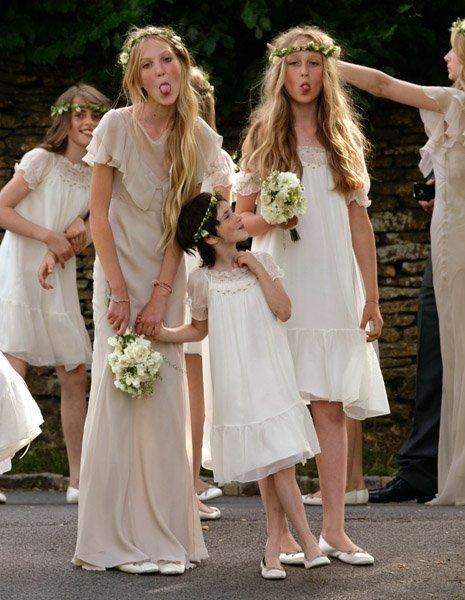 Подружки невесты - веселые девчонки.
