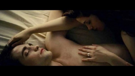 """Сцена любви из  """"Рассвета """" попала в сеть."""