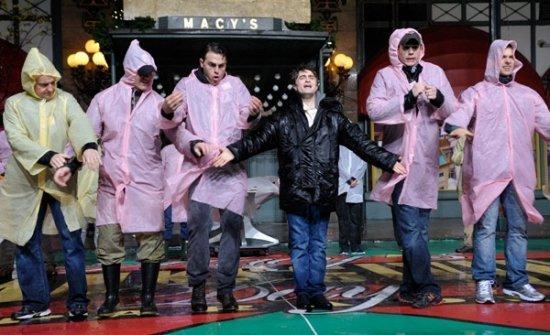 Дэниел Рэдклифф: поющий под дождем))