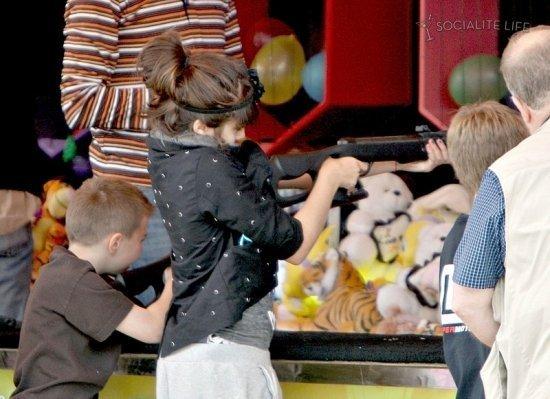 дети Мадонны в Париже