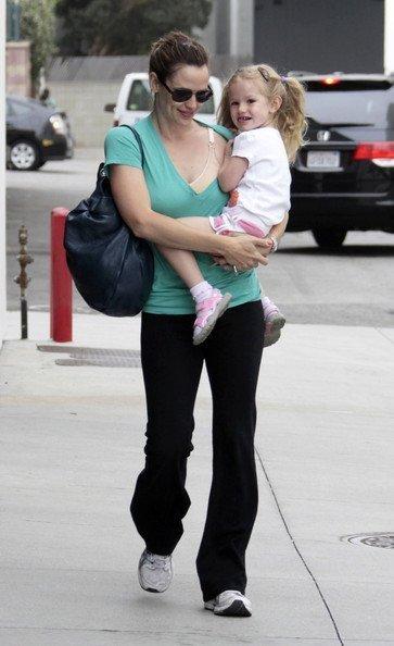 Дженнифер Гарнер с дочкой