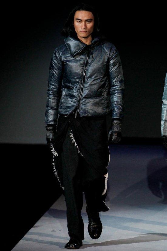 Модные женские куртки в 2012 году будут черного, серого, синего.