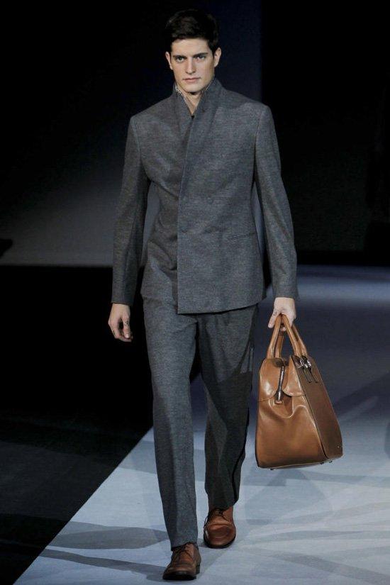 Мужские сумки 2012 имеют довольно внушительные размеры.