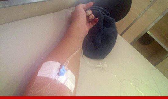 Рианну увезли в больницу.