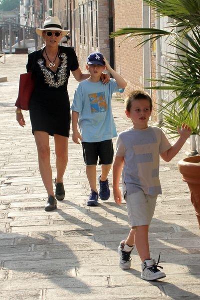 Шэрон Стоун с детьми провела выходные в Венеции (ФОТО) - изображение №1