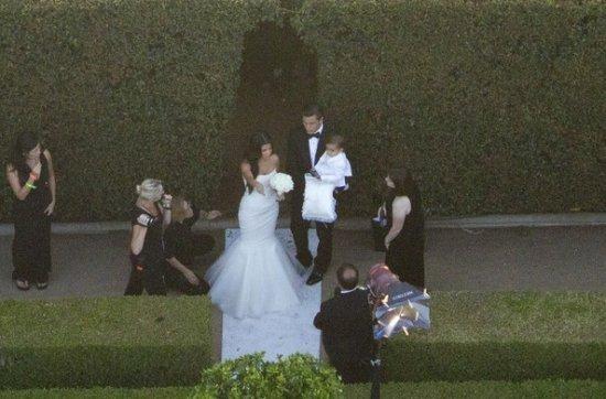 Брюс дженнер ведет невесту к алтарю