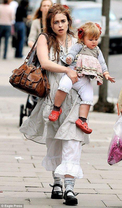 Хелена Бонэм-Картер с дочерью