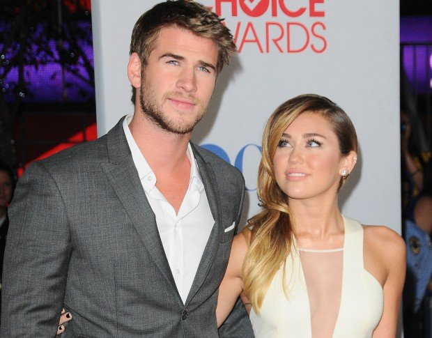 _Beautiful_Miley_Cyrus_and_Liam_Hemsworth_on_the_red_carpet_046638_