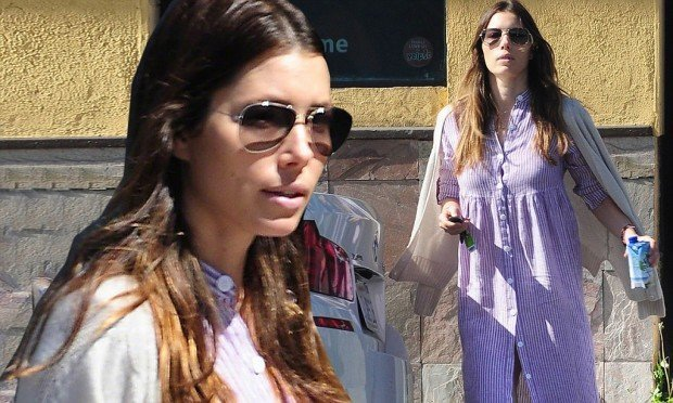 Jessica Biel Wears Her Nightgown To Breakfast