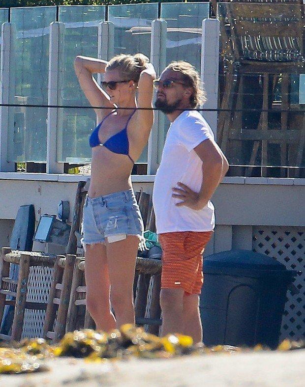 Leonardo-DiCaprio-Toni-Garrn-Play-Volleyball-Pictures