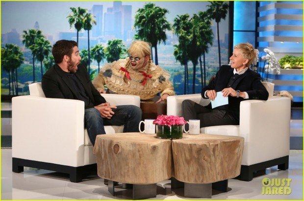 jake-gyllenhaal-face-is-priceless-during-ellen-show-01