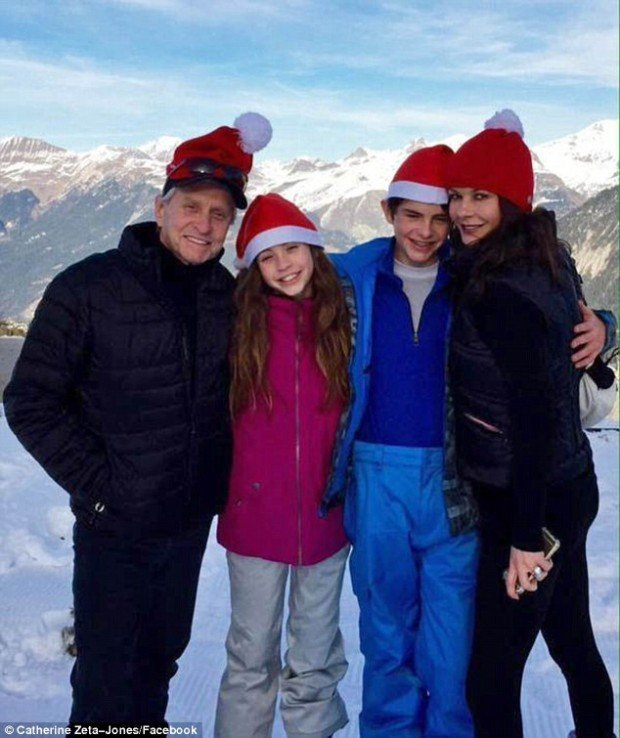 24519CA800000578-2890482-A_snowy_retreat_Catherine_Zeta_Jones_jetted_off_to_the_French_Al-a-2_1419886796473