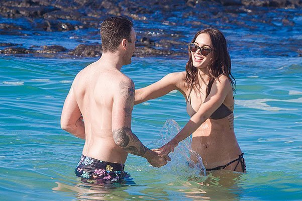 *EXCLUSIVE* Megan Fox and Brian Austin Green get some quality time in Paradise *WEB EMBARGO UNTIL 10:00 AM PST ON 01/15/14, MUST CALL FOR PRICING*