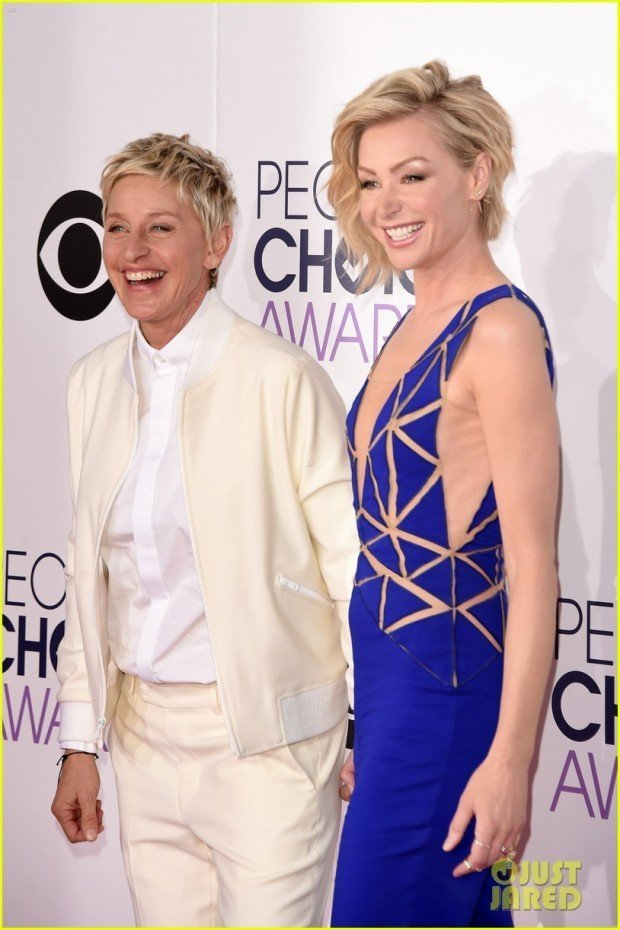 ellen-degeneres-portia-de-rossi-hold-hands-peoples-choice-awards-2015-03