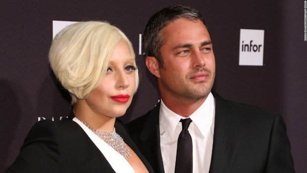 150216165536-lady-gaga-and-taylor-kinney-restricted-super-169