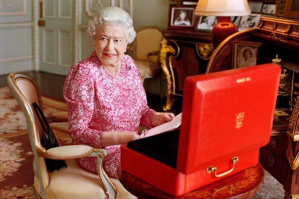 http://www.starslife.ru/wp-content/uploads/2015/09/queen.jpg