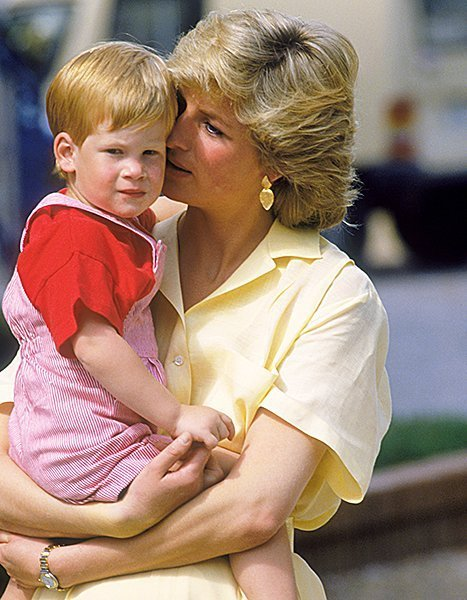 http://www.starslife.ru/wp-content/uploads/2015/10/prince-harry-princess-diana-1987-lg.jpg