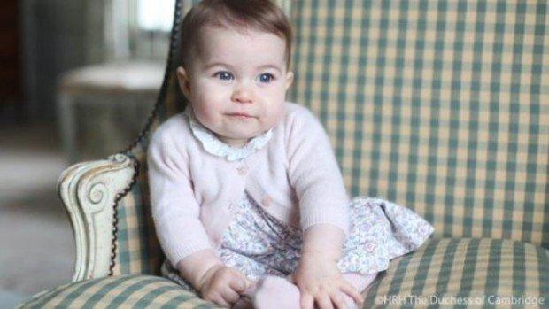В сети появились новые фото принцессы Шарлотты