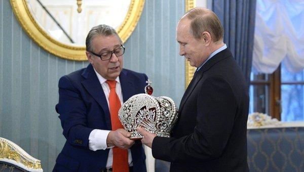 геннадий хазанов подарил владимиру путину корону