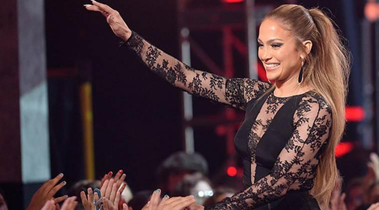 Платье Дженнифер Лопес лопнуло во время ее выступления в Лас-Вегасе