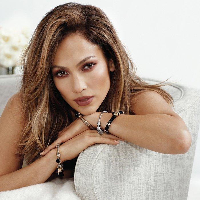 Victoria's Secret назвал Дженнифер Лопес вечно сексуальной