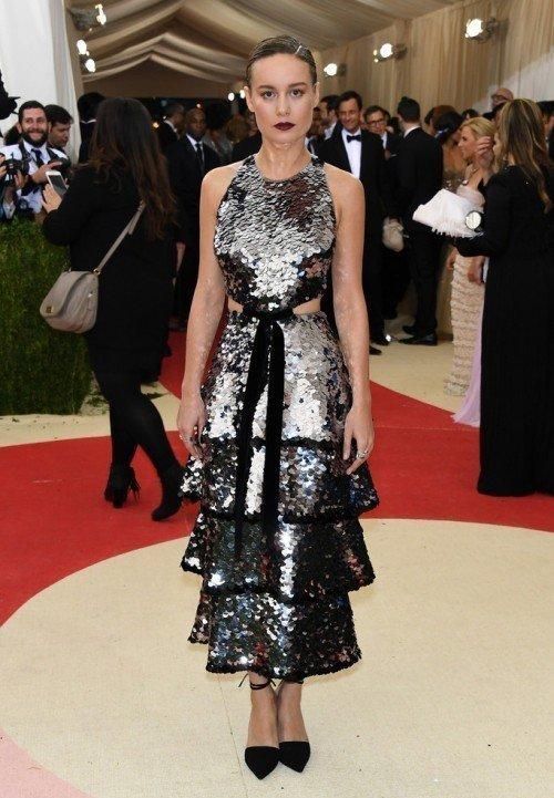 Бри Ларсон в платье от Proenza Schouler