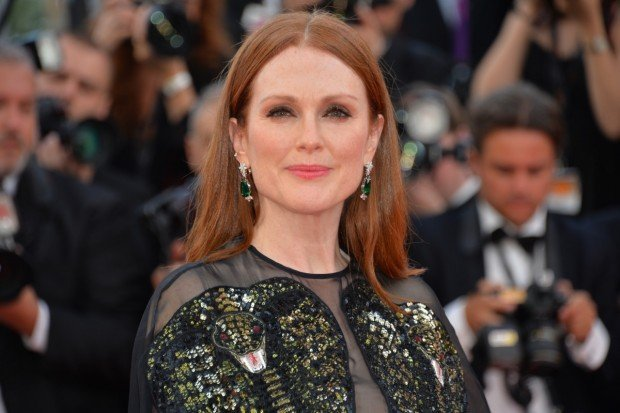 http://www.starslife.ru/wp-content/uploads/2016/05/Julianne-Moore-in-Chopard-Cannes-Film-Festival-May-11-2016-1-620x413.jpg
