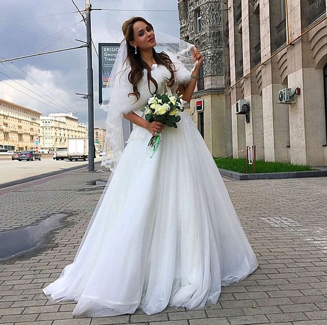 Анна Калашникова одна пришла взагс всвадебном одеяние