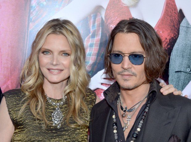 http://www.starslife.ru/wp-content/uploads/2016/09/Costars-Michelle-Pfeiffer-Johnny-Depp-got-together-Dark-620x460.jpg