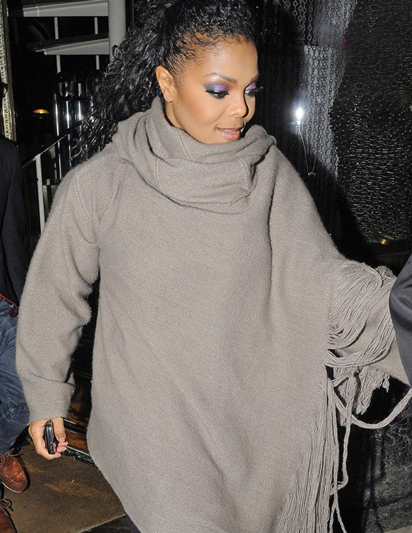 janet-jackson-shows-off-baby-bump-lead