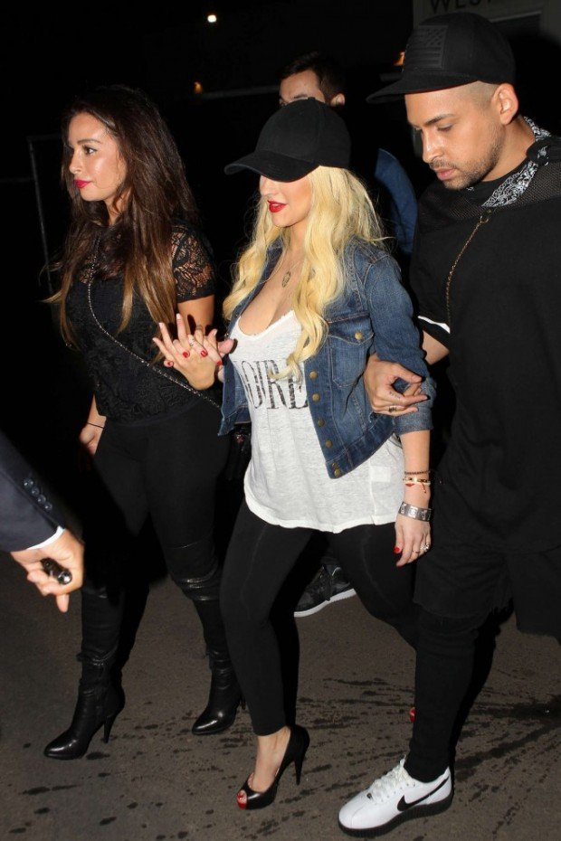 Christina-Aguilera-at-Drake-vs-Lil-Wayne-Concert--06-662x993