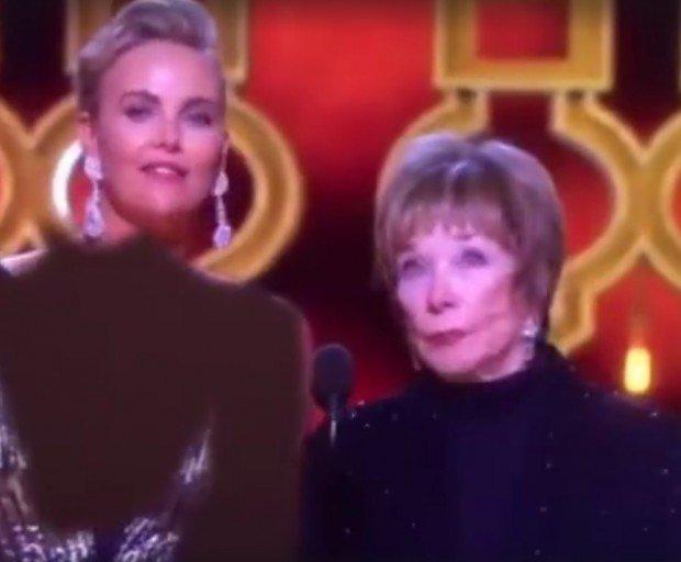Цензура: Иранский телеканал закрасил декольте выступавшей на «Оскаре» Шарлиз Терон