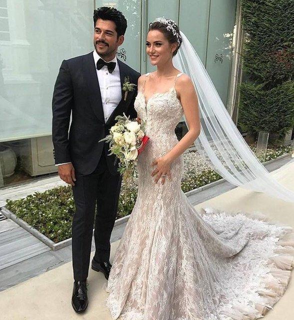 Свадьба года: звезда сериала «Великолепный век» Бурак Озчивит женился на коллеге