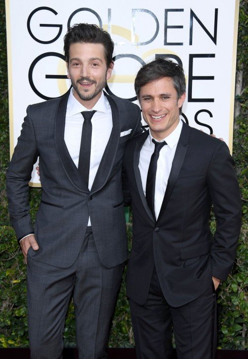 Diego-Luna-Gael-Garcia-Bernal-Friendship-Photos[1]