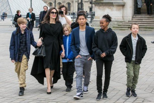angelina_jolie_and_her_children_maddox_jo1[1]