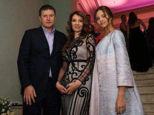 Alesya-Kafelnikova-s-roditelyami[1]