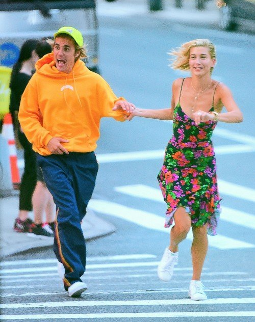 Justin Bieber And Hailey Baldwin Look Loved Up As They Hold Hands Running Across The Street In New York
