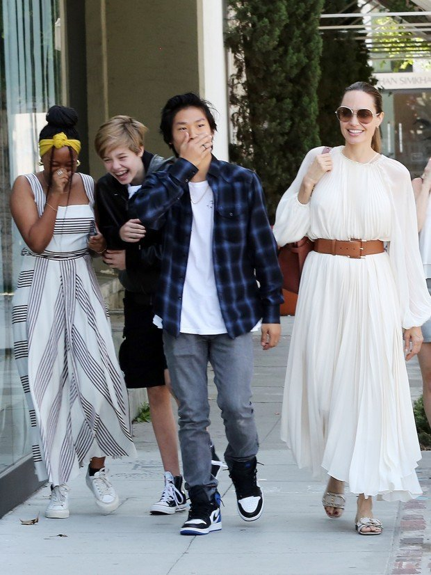 Angelina Jolie and her children enjoy lunch at Fig and Olive