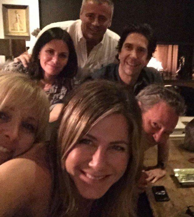 Дженифер Энистон взорвала Instagram, после выложенного на свой профиль фото «Друзей»