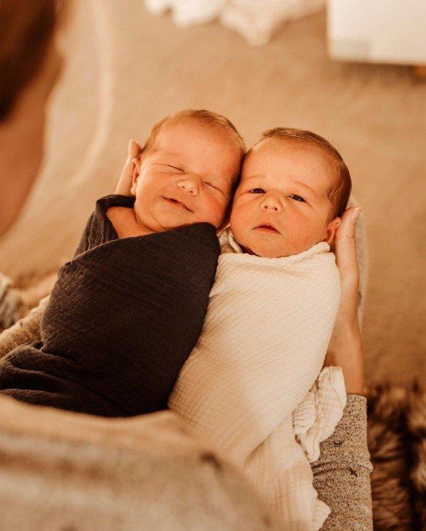 Жена Боде Миллера Морган родила мальчиков-близнецов дома
