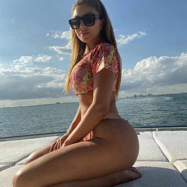 Ларса Пиппен демонстрирует свои изгибы в Майами